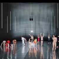 """Teatro: """"10000 gestes"""", uma anarquia de corpos e movimentos"""